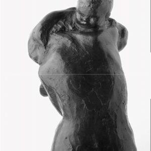 Mutter mit Kind über der Schulter, Bronze